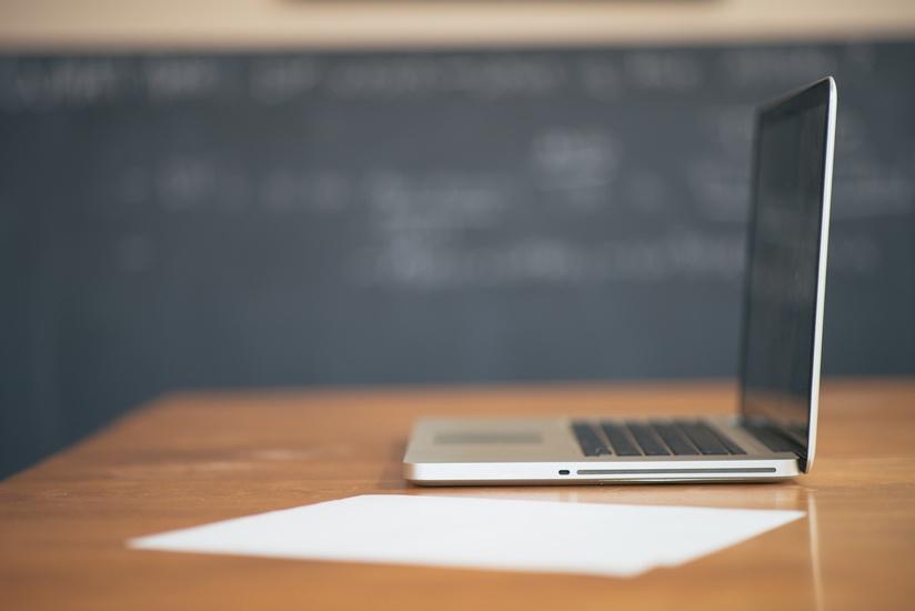 apple-desk-laptop-working-large
